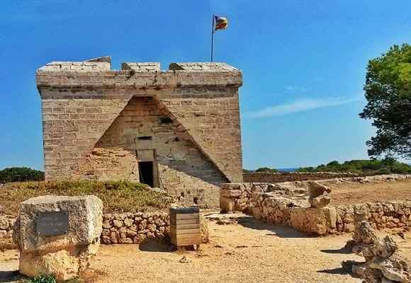 Alquiler de bicicletas Mallorca-Castillo Punta de N'Amer 5 - 580 x 400.jpg