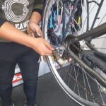 Alquiler de bicicletas Mallorca-arreglando bici2.IMG