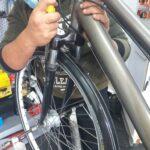 Alquiler de bicicletas Mallorca-arreglando bici3.IMG