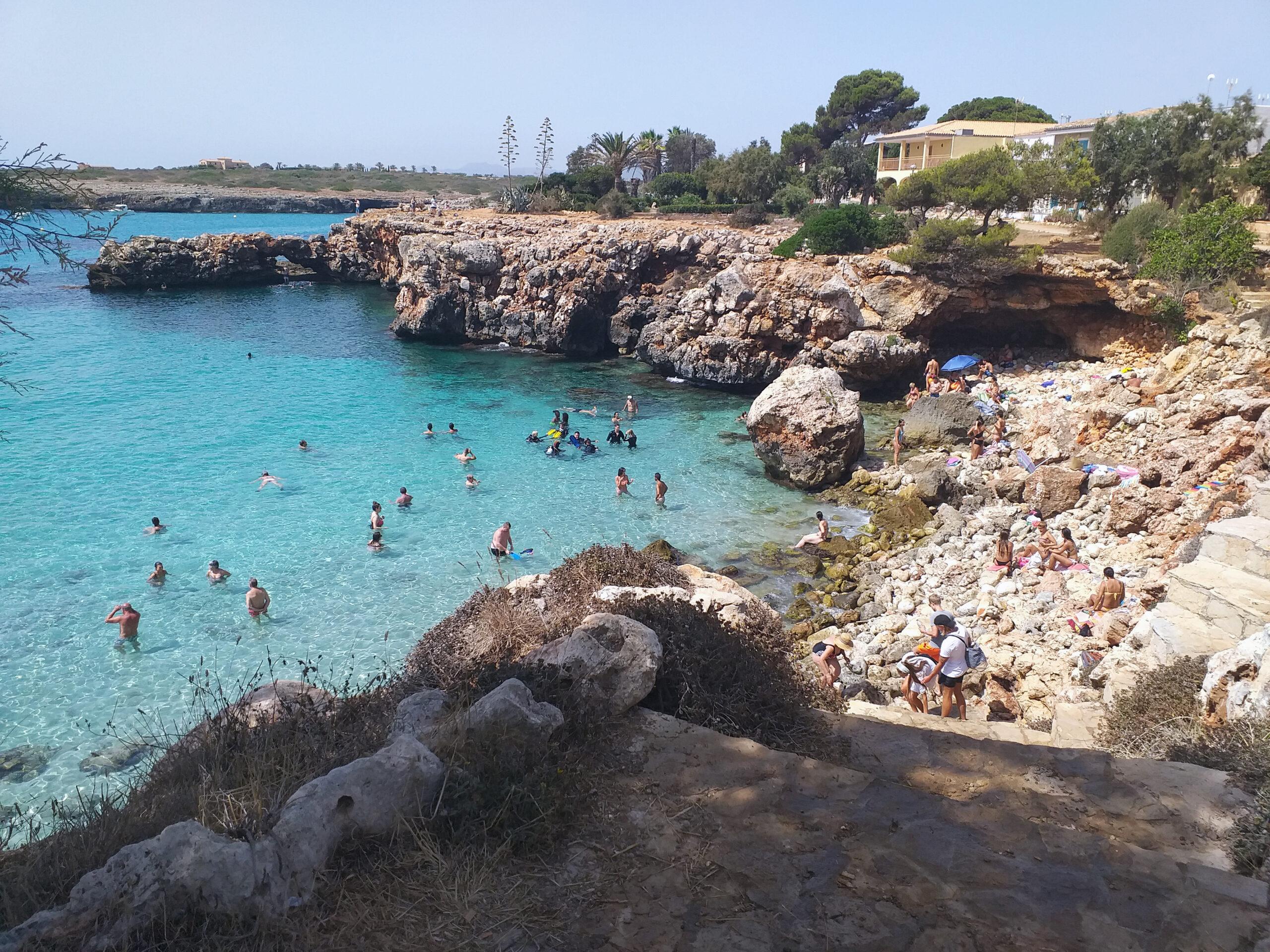 Alquiler de bicicletas Mallorca. Playa de Cala Morlanda. IMG