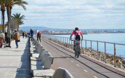 Ciclismo por paseo marítimo de Plama