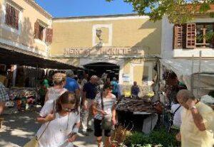 alquiler de bicicletas mallorca-Mercado de Artà zona cubierta (1)
