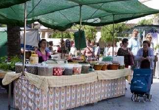 alquiler de bicicletas mallorca-excursion guiada al lmercado de son servera puesto de comida (1)