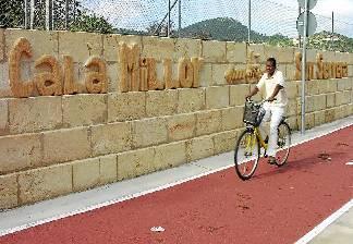 alquiler de bicicletas mallorca-excursion guiada al lmercado de son servera puesto de comida (2)