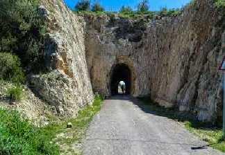 alquiler de bicicletas mallorca-excursión guiada vía verde, son carrió y punta de n'amer-tunel son carrió