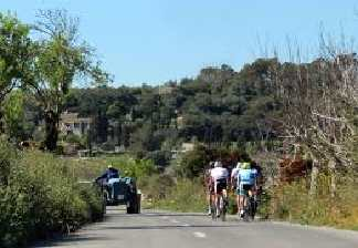 alquiler de bicicletas mallorca-excursiones guiadas por carretera- disfrutando del paisaje