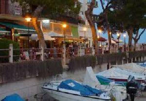 alquiler de bicicletas mallorca- ruta en bicicleta cala ratjada restaurantes en el puerto