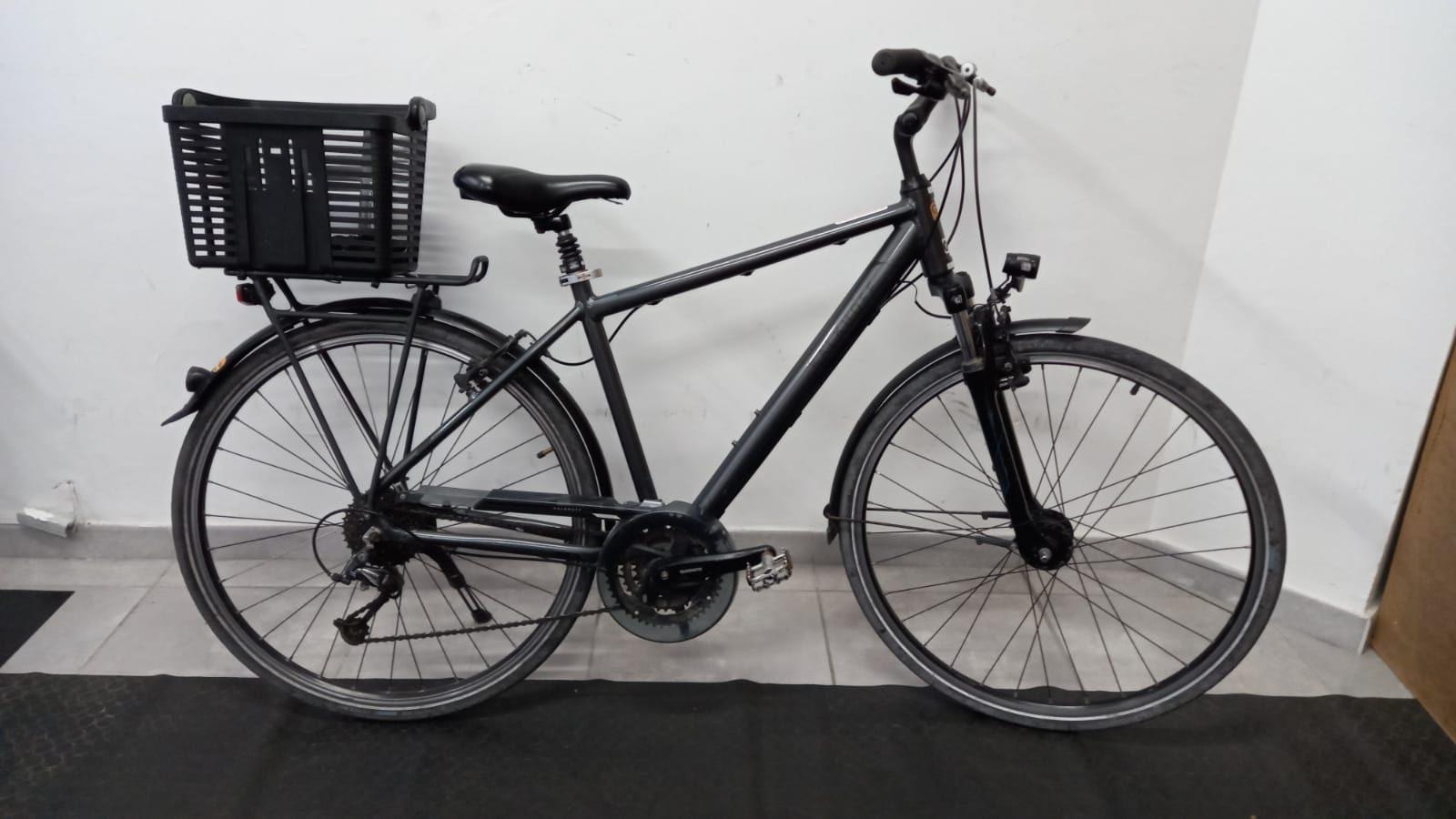 Bicicleta de paseo con cesta de hombre.IMG